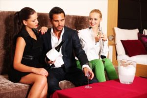 Reiche Männer daten | Du bist auf der Suche? | DER GLÜCKSGRIFF